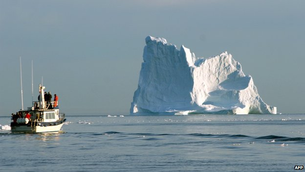 _58881784_icebergandboat